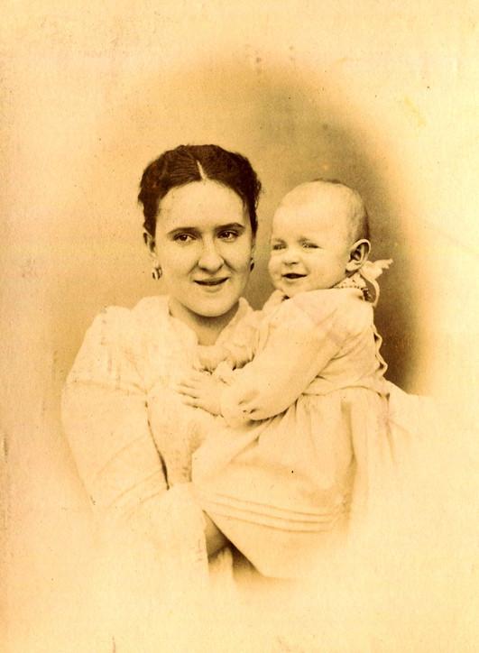 Мария Сергеевна Жуковская-Губонина с доч