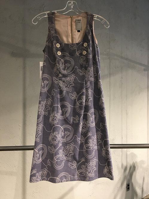 1692 Robe droite doublée ajustée 100% coton lilacé à broderie beige.