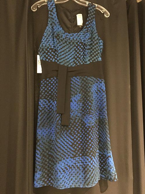 8617-3 Robe doublée évasée motifs circulaires bleu  boucle noire à la ceinture