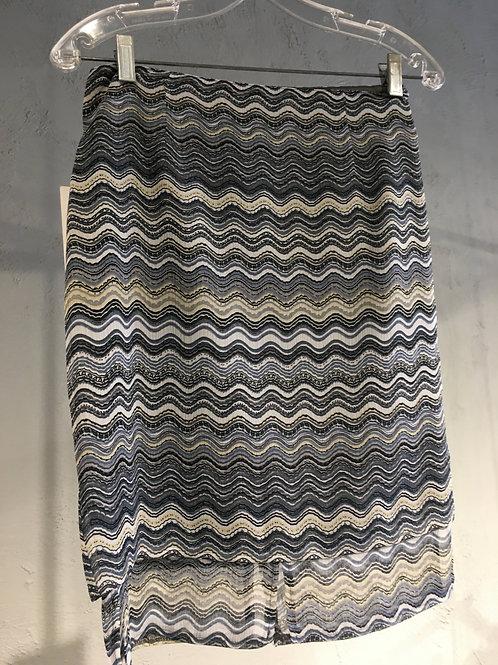 8511-3 Jupe courte doublée à panneaux en mousseline de polyester