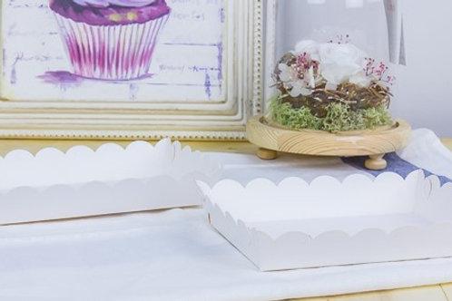 ถาดกระดาษขาวขอบหยักสำหรับขนมปัง 1/2แผ่น (เลือกขนาดด้านใน)
