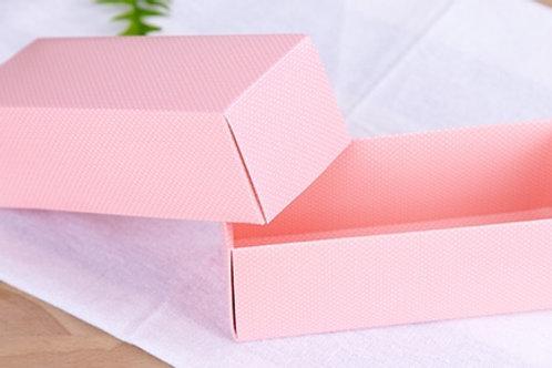 กล่องมาการองสีชมพูลายจุด