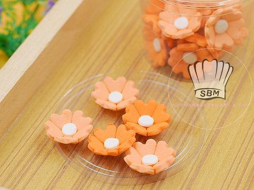 ดอกไม้น้ำตาลสีส้ม