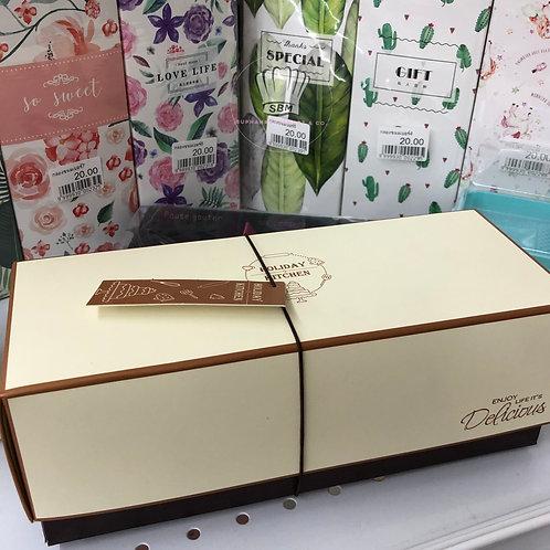 กล่องทรงยาวสีเนื้ออ่อนฝาเปิด