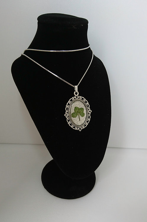 Pendant with four-leaf clover