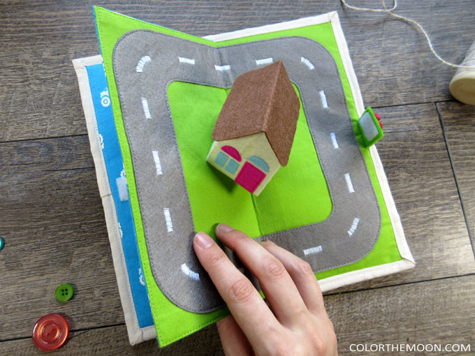 This pop-up house quiet book page is SO COOL! Pattern and tutorial now available!