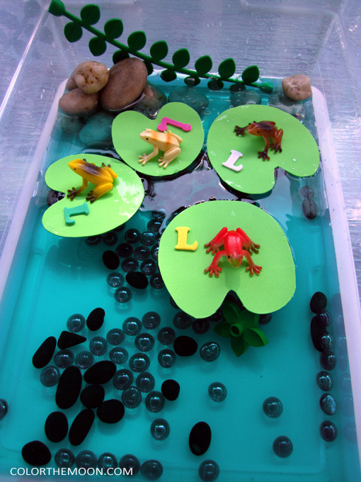 This Lily Pad sensory bin is SO FUN and so easy to make! What a great way to teach kids about the letter L!