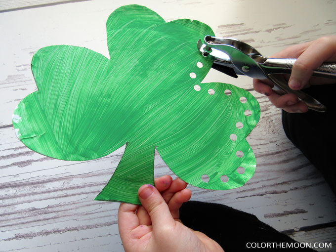 This lacing shamrock craft is GREAT for practicing kid's fine motor skills and makes an adorable St. Patrick's Day decoration when you're finished! Made with just a paper plate, paint, and ribbon!