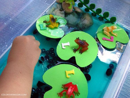 EASY TO MAKE LILY PAD SENSORY BIN