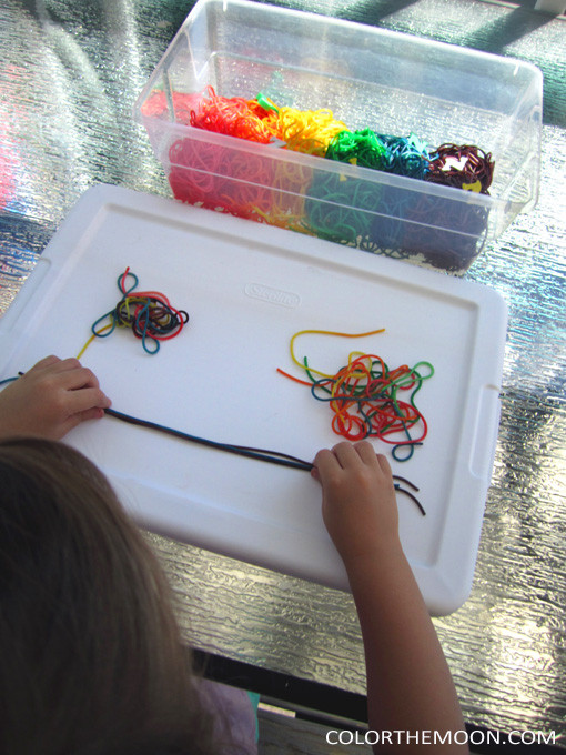 This colorful noodles sensory bin is SO FUN and so easy to make! What a great way to teach kids about the letter N!