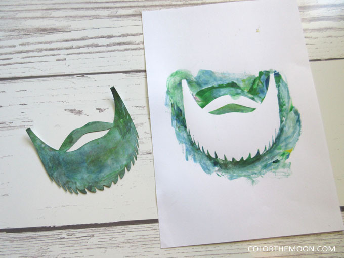 Shaving cream painting is SO FUN! And so easy to do! What a great Father's Day craft for kids!