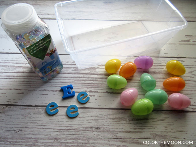 This Water Bead sensory bin is SO MUCH FUN and you won't believe how easy it was to make! What a great sensory bin filler for hands-on play!