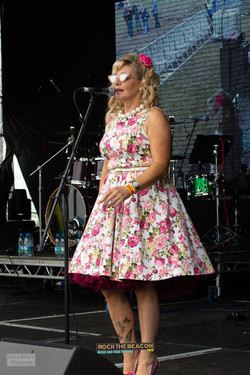 Vintage Singers 1 -  Rock The Beacon 201