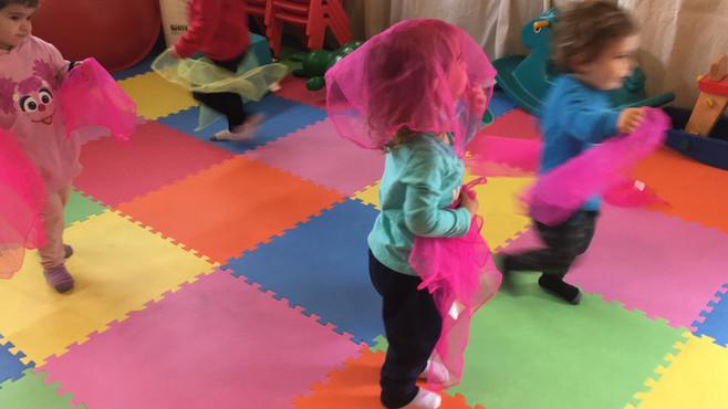 רוקדים עם מטפחות