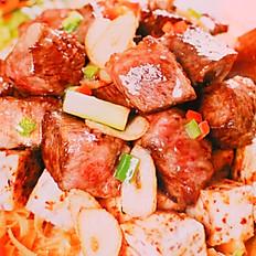 Sauteed Beef Cube with Dried Garlic   幹蒜頭牛仔粒