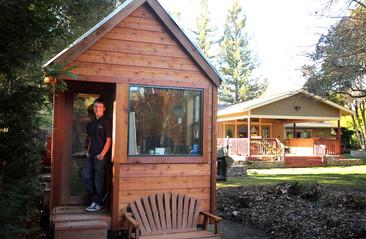 Este adolescente construyó su propia casa ¡y es espectacular!