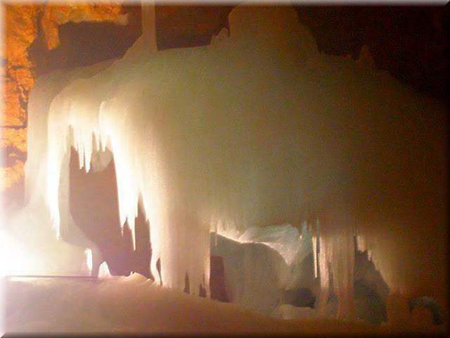 La_cueva_de_hielo_más_grande_del_mundo_Cueva-Glaciar_de_Eisriesenwelt_Werfen_(16