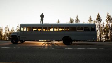 Un autobús escolar tiene una increíble transformación.