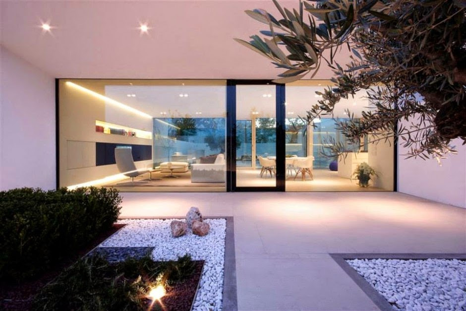 fachada-cristal-casa-minimalista.jpg