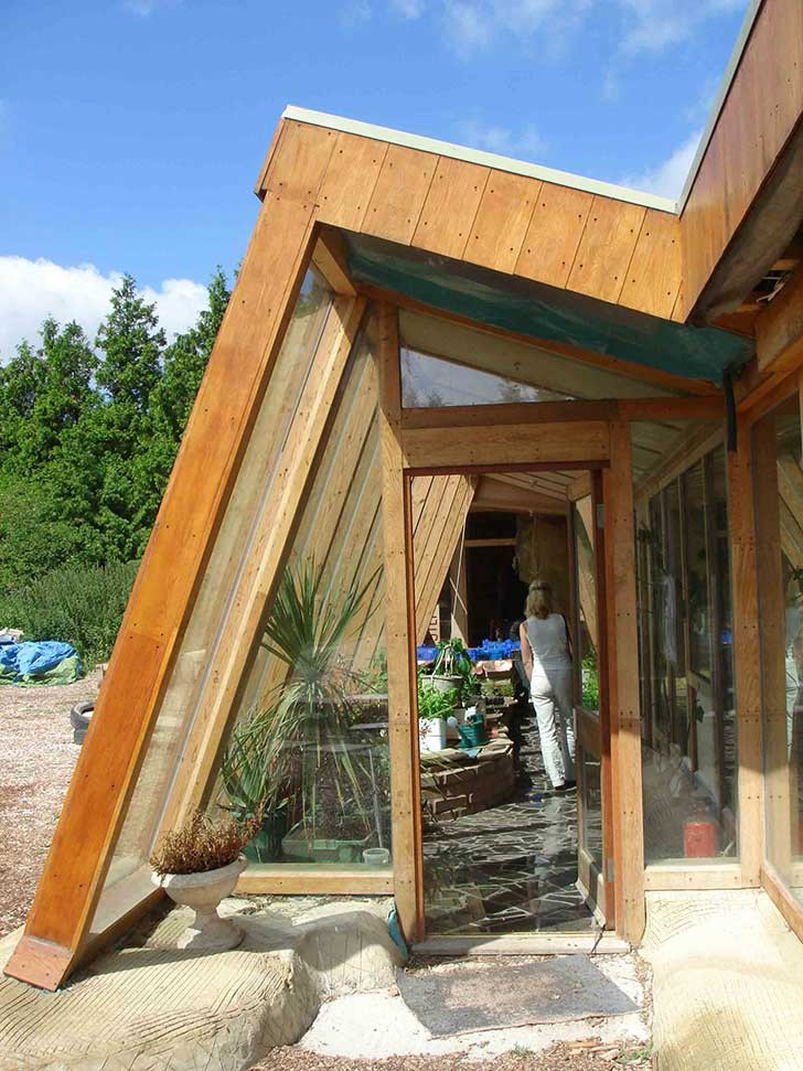 Brighton_Earthship_Picture.jpg