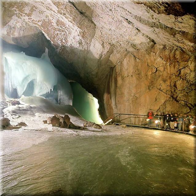 La_cueva_de_hielo_más_grande_del_mundo_Cueva-Glaciar_de_Eisriesenwelt_Werfen_(5)