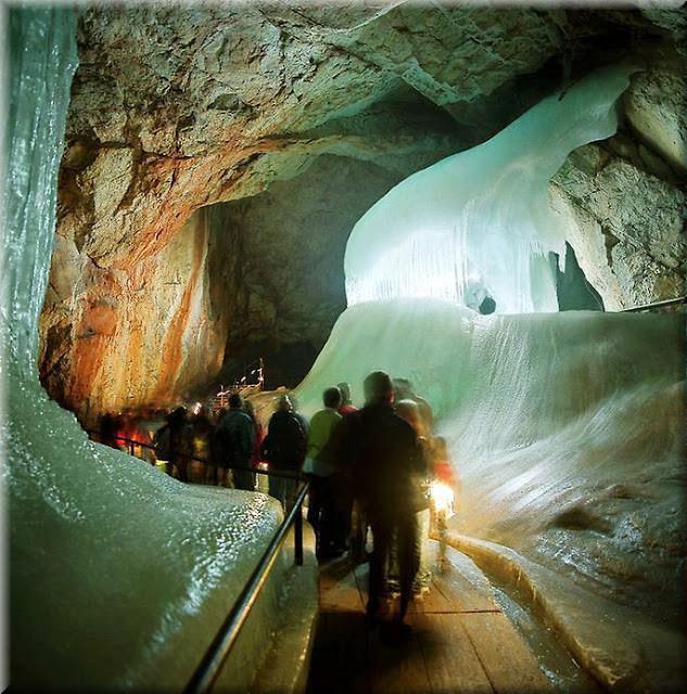 La_cueva_de_hielo_más_grande_del_mundo_Cueva-Glaciar_de_Eisriesenwelt_Werfen_(3)