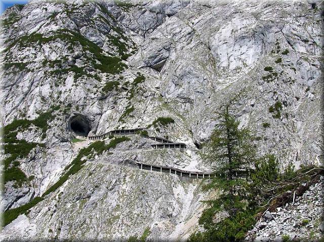 La_cueva_de_hielo_más_grande_del_mundo_Cueva-Glaciar_de_Eisriesenwelt_Werfen_(1)