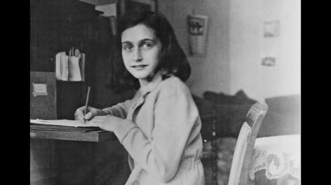 Rafaela Carvalho 7E Holocausto.mp4