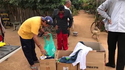 Capitulo Almerindo Ribeiro dos Santos nº 82, distribui roupas aos catadores do lixão de Guajará-Miri
