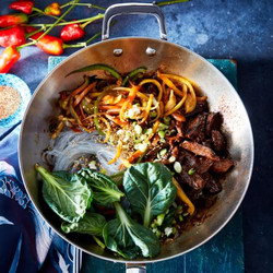 Black Garlic Chile Stir-Fry with Steak