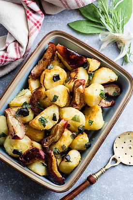 Roasted-Potatoes-with-Chunky-Black-Garli
