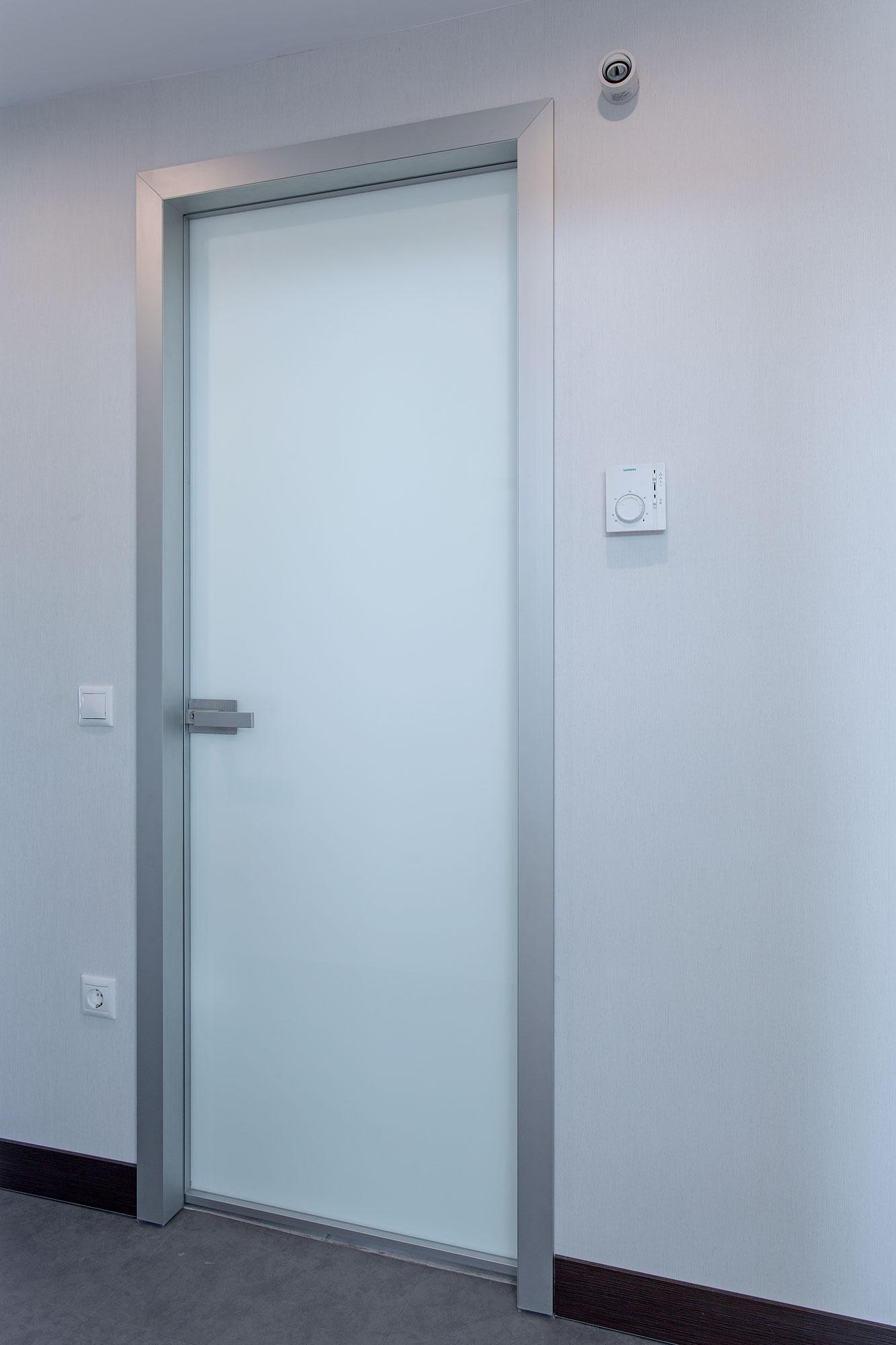 INTERNAL DOOR MINIMAL WITH ALUMINUM FRAME & WHITE GLASS