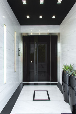 Safety door covered with glass & vertical aluminum inset. Steady side parts made of the same materia