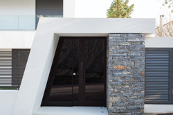 Hinge Door covered with glass and vertical aluminum insets. Steady side part made of the same materi