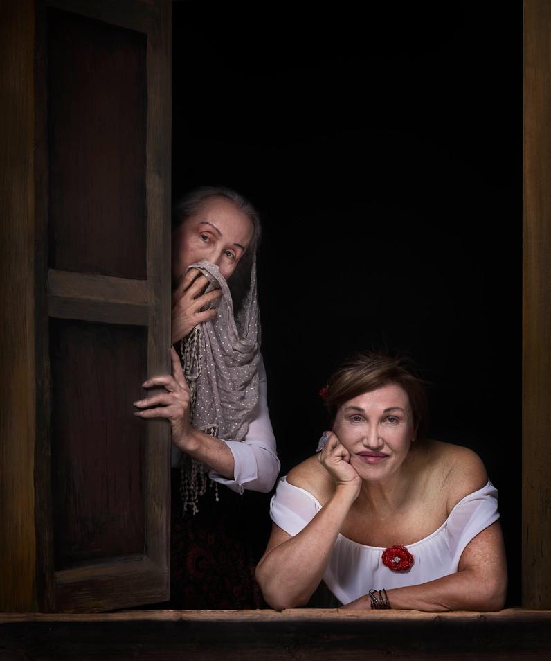 Dos mujeres en la ventana