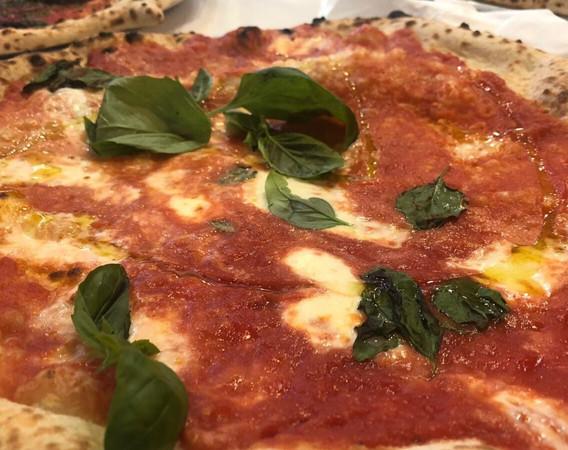 margherita pizza napoli.jpg