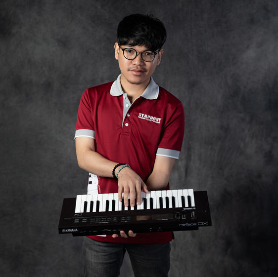 เกียรติศักดิ์ เหมือนเนียม (ภู) ครูสอนเปียโน