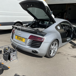 AUDI R8 CARBON CLEANED