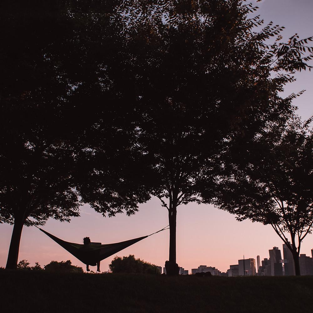 Genieten van de zonsondergang in het Gantry Plaza State Park (c) Silvie Bonne