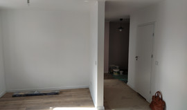 Lokalizacja: Katowice, Kościuszki Łączny koszt robocizny: 21 tysięcy Czas realizacji: 3 tygodnie Wykonane prace: - gładzie gipsowe - malowanie - układanie paneli - glazurnictwo - montaż listew - montaż drzwi - wykonanie ścianki działowej - wymiana inst. elektrycznej
