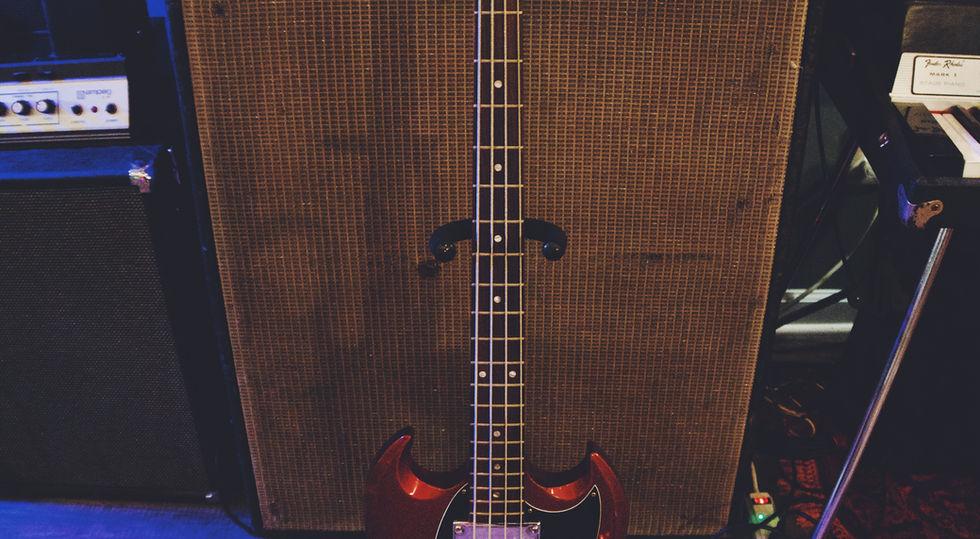 Fender Bassman and Gibson Bass 2021.JPG