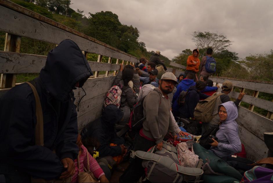 Cristóbal Sánchez y la comisión de la comida caravana migrante 2018. FOTO: Irving Mondragón.