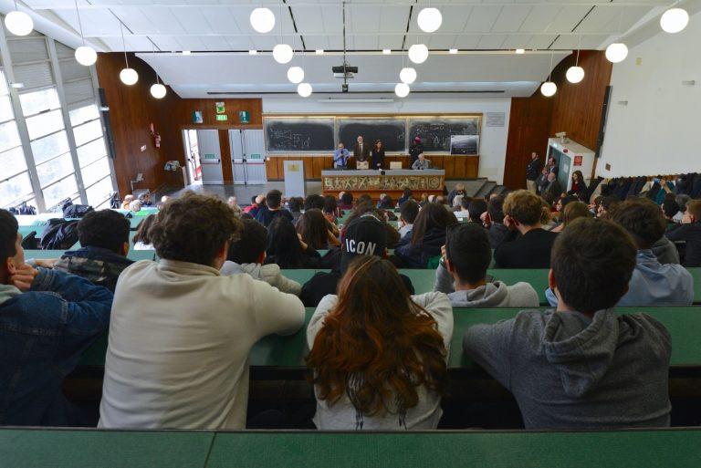 LO STUDENTE PARTIGIANO NELL'AULA DI INGEGNERIA