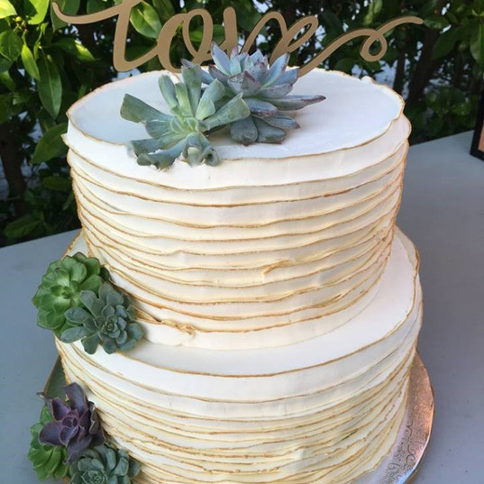 Buttercream ruffle with gold painted edg