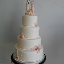 4 Tiers Plain Seahorse Wedding Cake.jpg