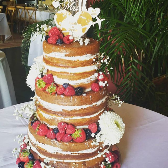 Naked Cake decorated with Berries and a