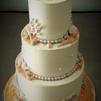 Silver Seashell wedding cake.jpg