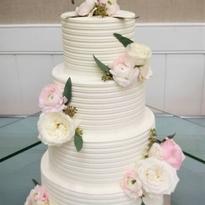 Thin Liniar Buttercream Cake.png