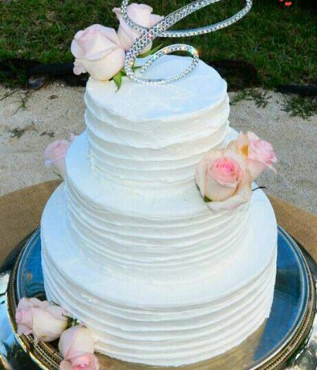 Wave white buttercream wedding cake.jpg