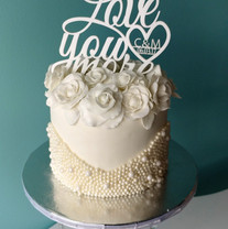 Pearls and Roses Small wedding cake.jpg